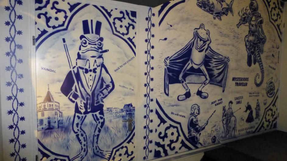 Hugo Kaagman - Hugo Kaagman staat bekend als de Nederlandse stencil koning. In de late jaren zeventig. Kaagman begon als een actieve en politieke kunstenaar met het gebruik van stencils. Een techniek die op dit moment wordt gebruikt door veel straatartiesten. Kaagman was een pionier op dit gebied en bleef opvallen met de zijne originele stijl en zijn eigen onderwerpen.http://www.kaagman.nl