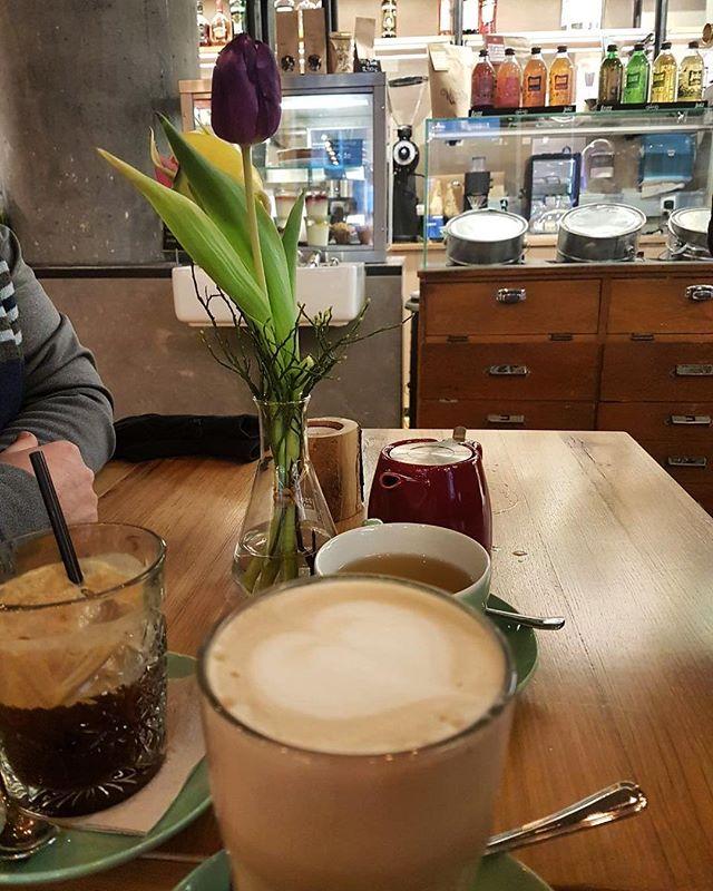 Danke an @anastasiamnts für das wunderschöne Foto 💕☕️ Wir freuen uns immer unheimlich über tolles Feedback von euch! Schickt uns eure Fotos und eure Lieblingsgetränke und wir reposten sie! 💕☕️ Was macht ihr so an diesem trüben Sonntag? ☀️ wir wünschen uns die Sonne zurück und überbrücken die trüben Tage mit ner heißen Tasse Kaffee 😋