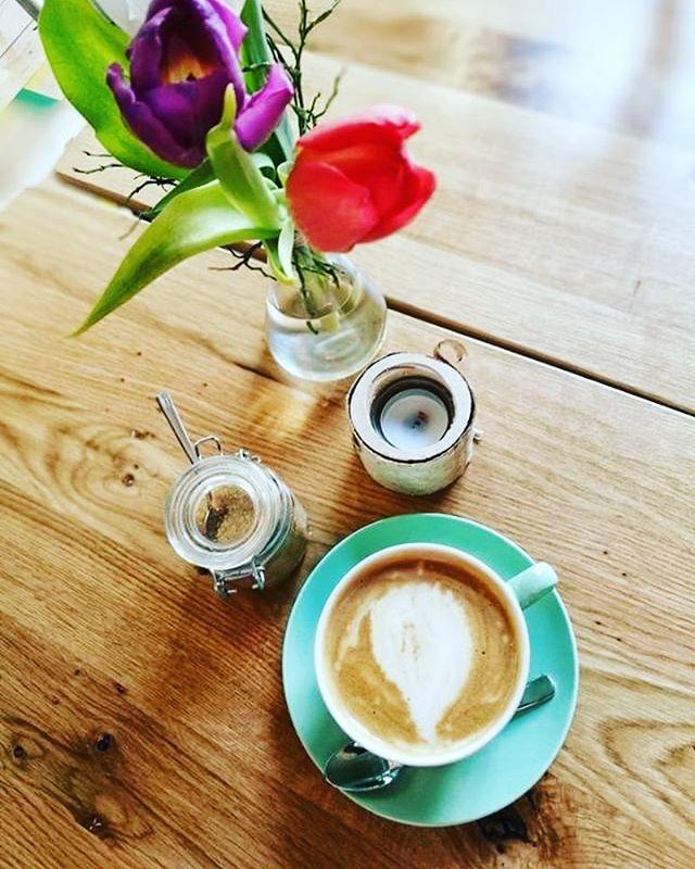 #customerrepost von @f.zi  Guten Morgen Stuttgart! ☀️ wir wünschen euch einen wunderschönen Start in den Tag. Holt euch euren Morgenkaffee bei uns im Café oder kommt doch in der wohl verdienten Mittagspause vorbei. Wir freuen uns auf euch! ☕️🤗