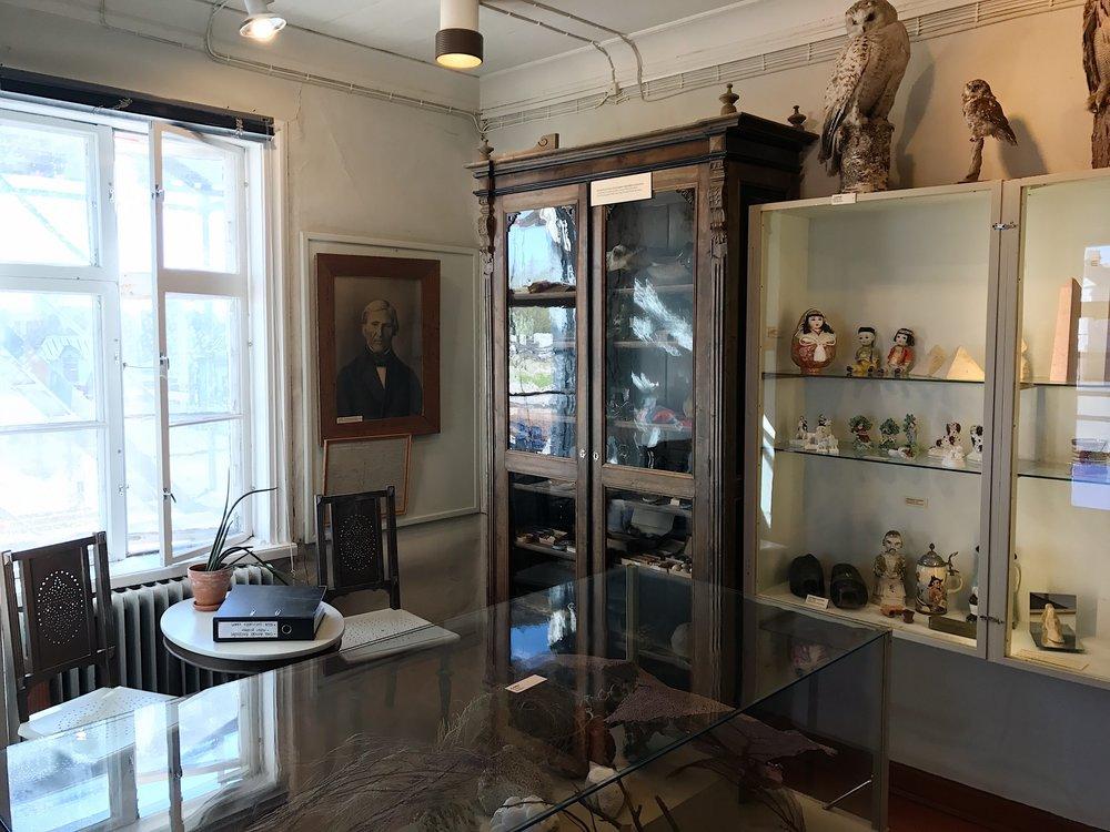 Pakkahuoneen kokoelmien rungon muodostavat 1800-luvulla museolle lahjoitetut,kaukomailta tuodut esineet ja eksoottiset matkamuistot.