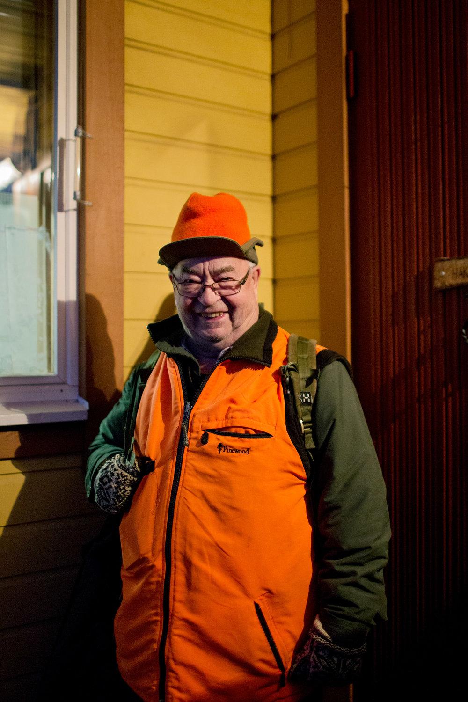 """Pinja Nikki:  Kaiku , 2017. """"Vesa, 80, on aamulla valmis lähtemään metsälle. Tämä on hänen viimeinen metsästyskautensa."""""""