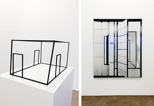 Vielä ehdit! Tämän viikon sunnuntaihin saakka Galerie Anhavalla @galerieanhava on nähtävillä Pertti Kekaraisen näyttely Tilallisia muutoksia. Hanna Råstin @hanna_rast näyttelyarviossa pureudutaan teosten vuoropuheluun, tilallisuuteen ja fyysisen todellisuuden värähtelyyn. Lue koko juttu, linkki biossa ✨ Kuvassa vasemmalla Malli II, 2019, oikealla Spatial Changes 52, 2018 Kuvat @hanna_rast . . . . . . . #perttikekarainen #galerieanhava #hannaråst #galleria #näyttely #taidenäyttely #näyttelyvinkit #museo #nykytaide #helsinki #taidegalleria  #taide #näyttelysuositus #contemporaryart