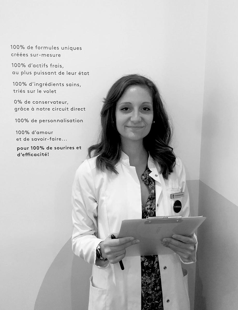 Mélanie Savary - Diplômée de la faculté de Caen, Mélanie est spécialisée en cosmétologie et micro nutrition. Dr en pharmacie, elle intègre Laboté en 2018 et fait aujourd'hui figure de référence en terme de décodage de routine et lecture de listes INCI. Elle se fera un plaisir de vous aider à adopter les bons gestes et les bons produits.