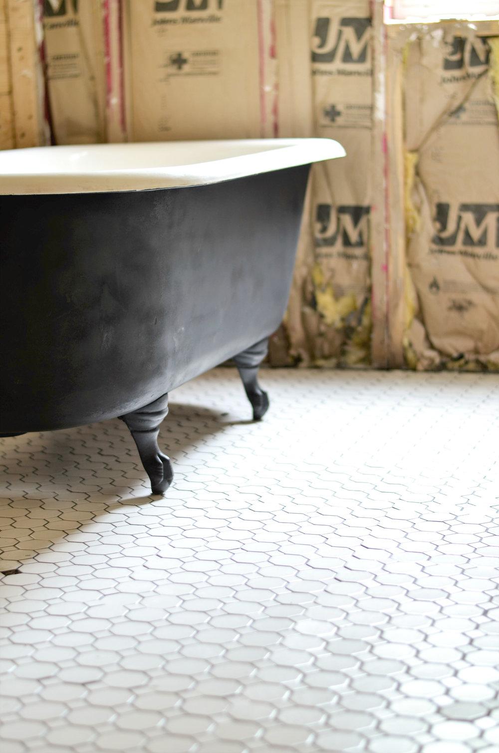 Clawfoot Bathtub Makeover
