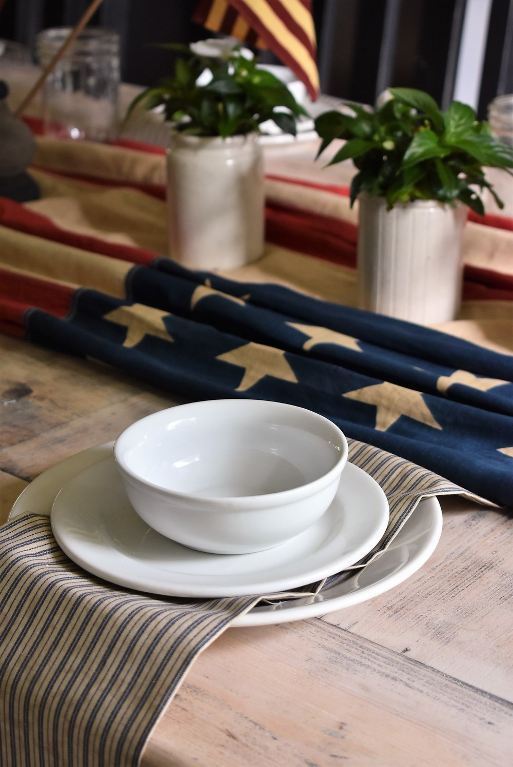 July 4th Table Setting for a Simple Farmhouse Style