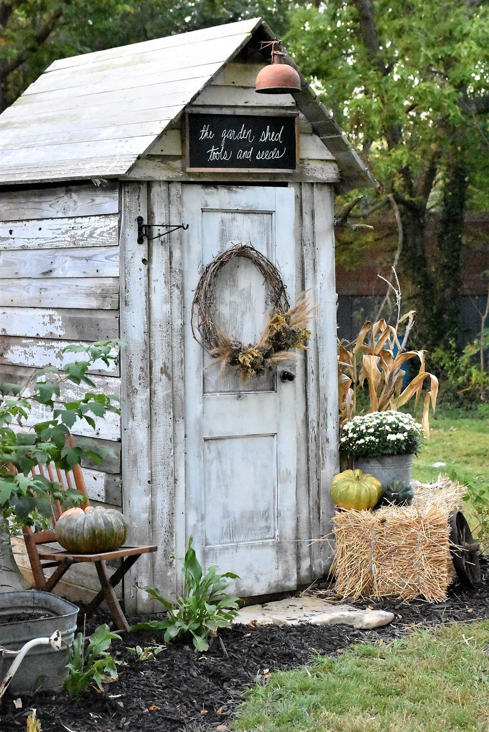 Simple Fall Outdoor Decorating Inspiration