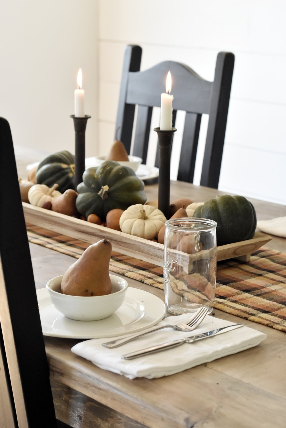 A Simple Farmhouse Fall Tour Tablescape Dining Room