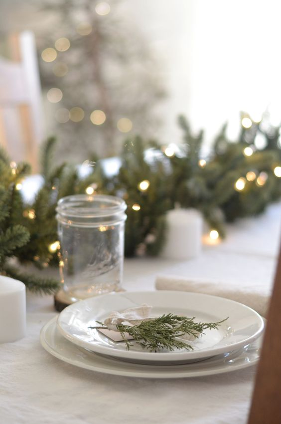 Rustic Farmhouse Christmas Table Setting