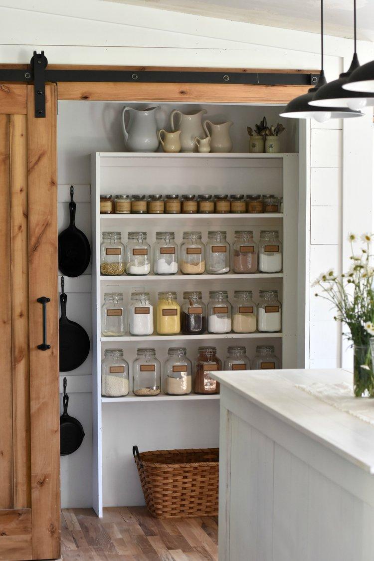 Sliding+barn+door+in+a+farmhouse+style+kitchen (1).jpg