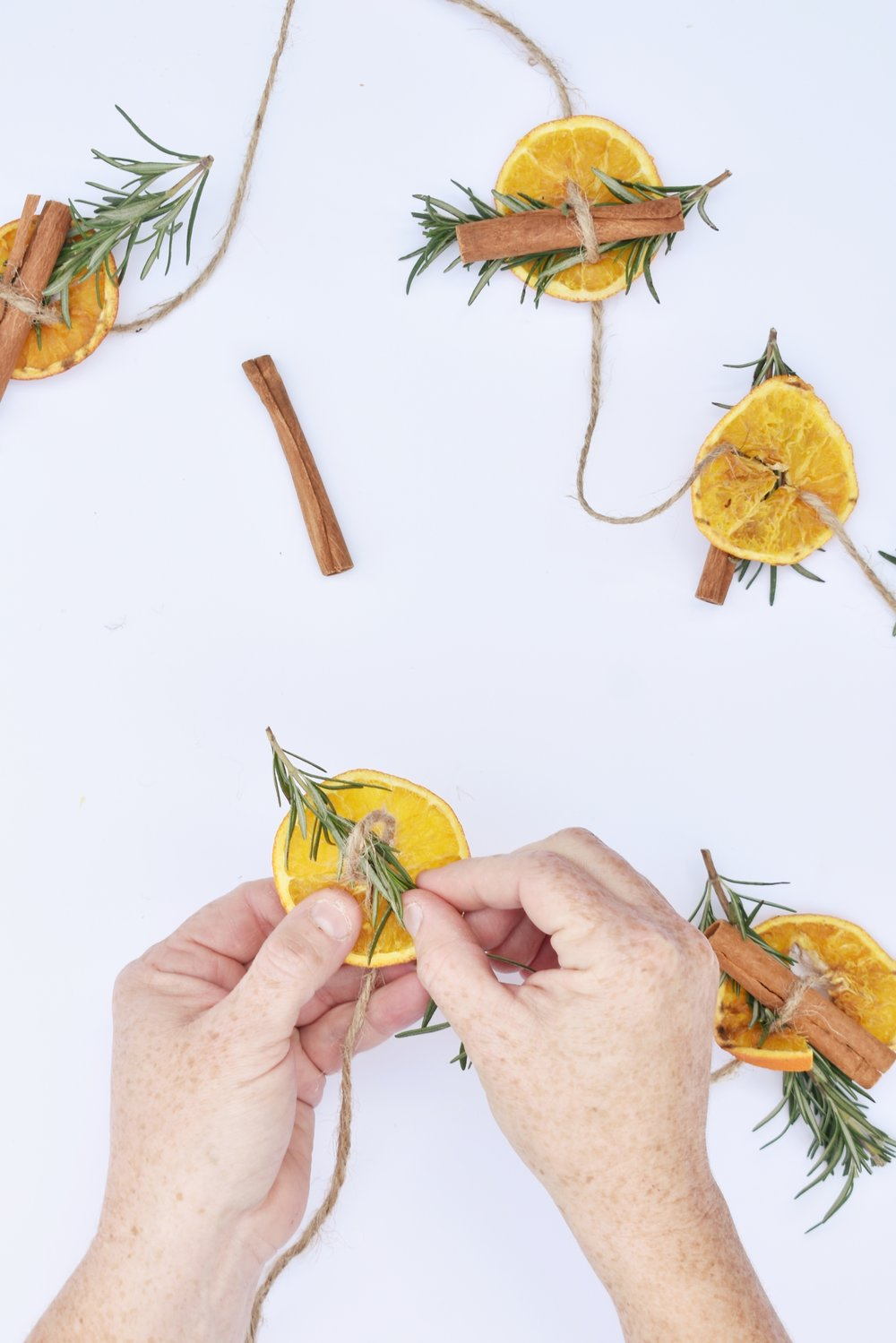 DIY Orange Garland with Rosemary and Cinnamon Sticks for the perfect Christmas or Thanksgiving Homemade Holiday Season