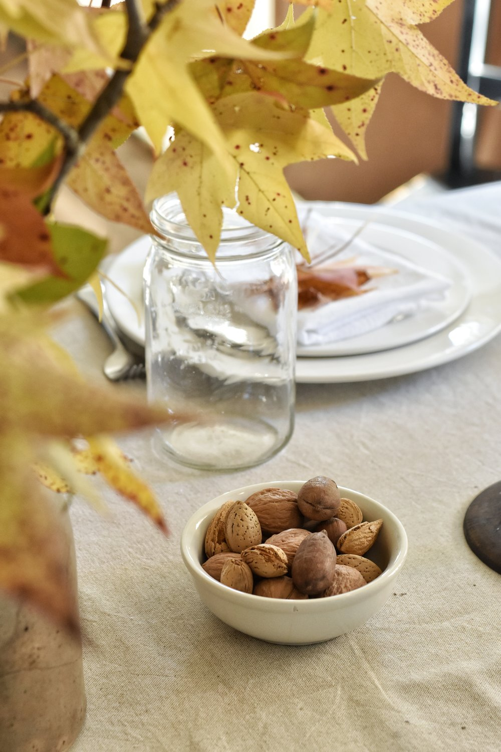This is a beautiful and very easy Thanksgiving table setting idea. Easy and simple with just some items from nature, candlesticks and nuts.
