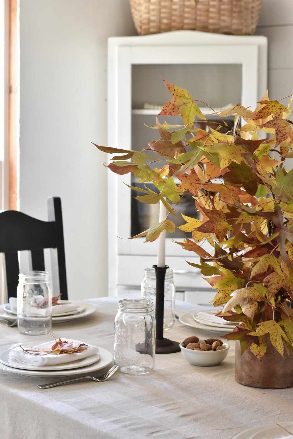 Fall or Thanksgiving Table Setting Simple and Easy, Beautiful. A great way to decorate with nauture.