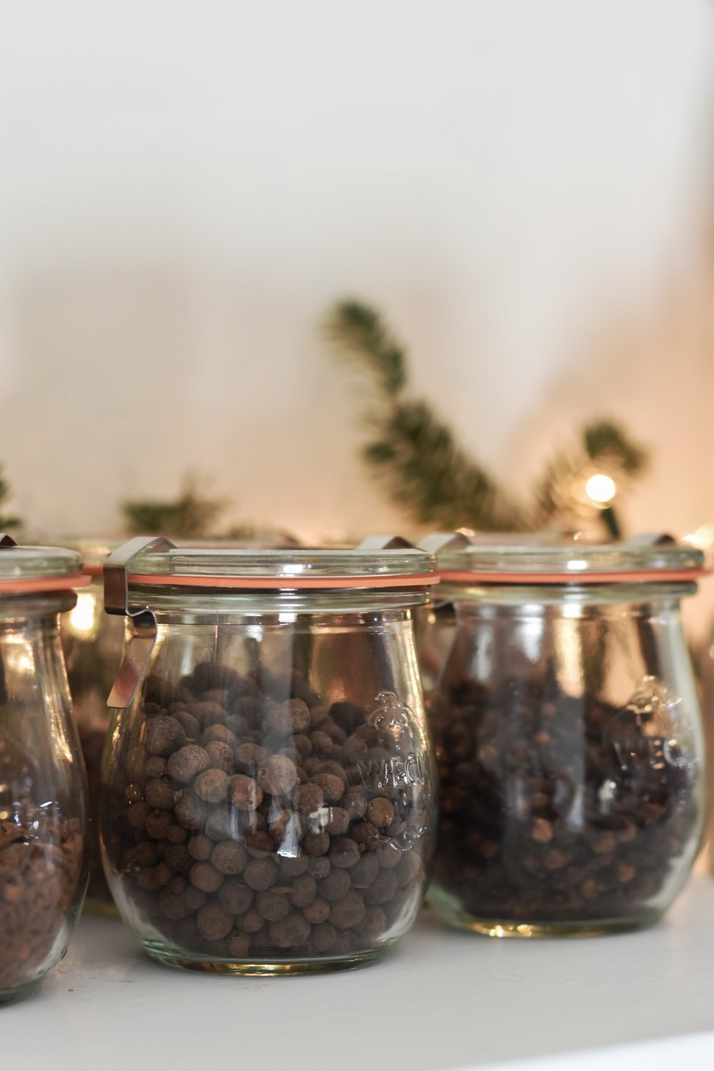 Make your home spelling amazing with this holiday stove top simmering potpourri for Christmas