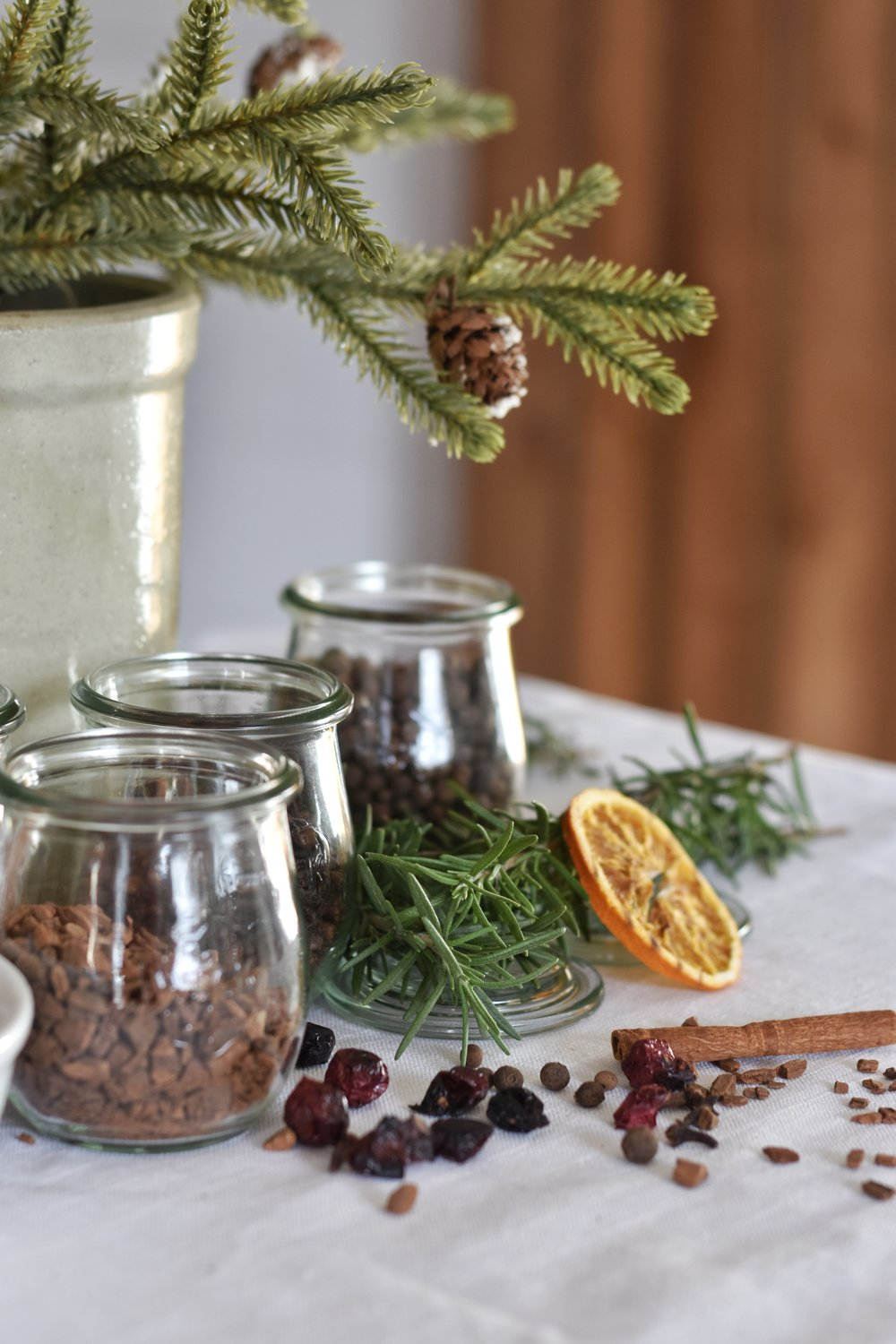 How to make the best smelling stove top potpourri for the Christmas season.