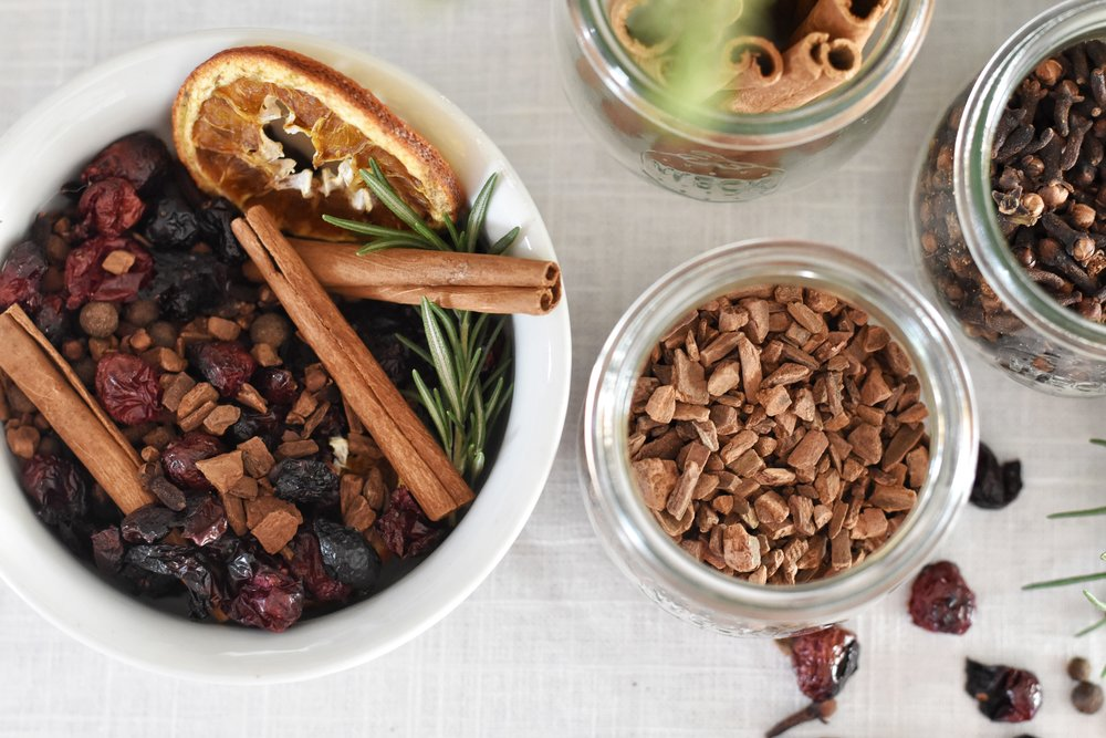 How to make the best smelling holiday potpourri for the Christmas Holiday season.