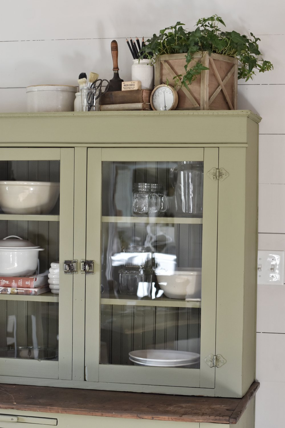 Simple Farmhouse Style Cupboard www.flatcreekfarmhouse.com