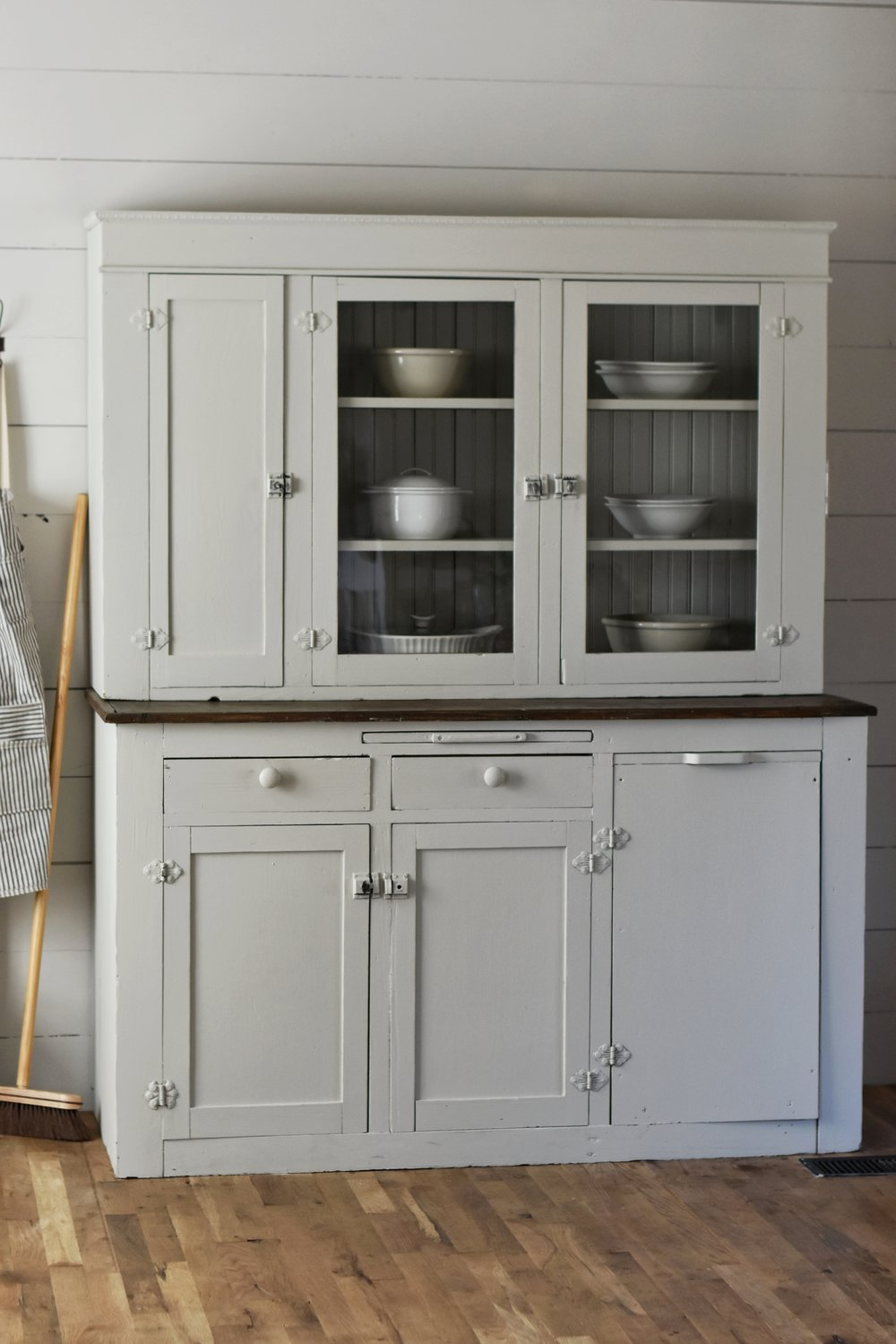 "farmhouse shaker style cabinet makeover using Joanna Gaines ""gatherings"" paint color www.rockyhedgefarm.com"