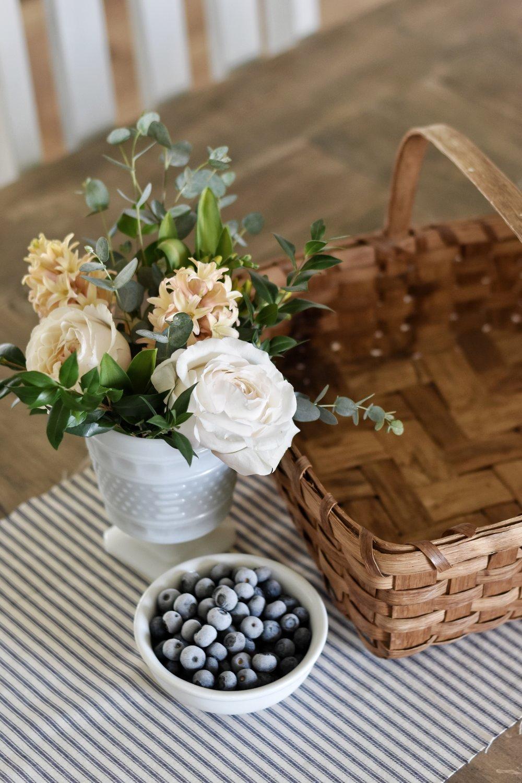Simple and Easy Ways to Show Hospitality www.rockyhedgefarm.com