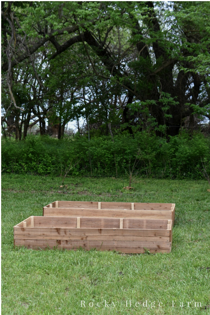 Affordable Cheap Raised Garden Beds out of Cedar Picket Fence