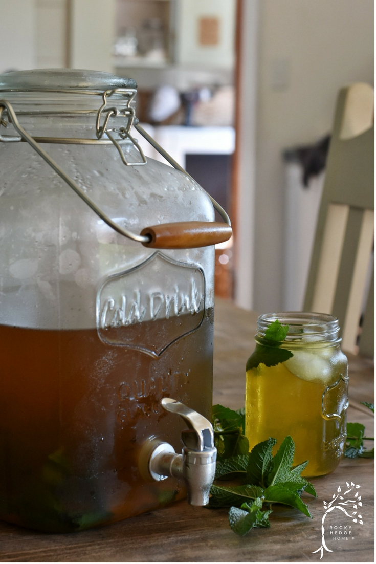 Sugar Free Sweet Tea made with mint, xylitol and stevia. #suntea #greentea #minttea #keto #Paleo #thm #Summerdrinks