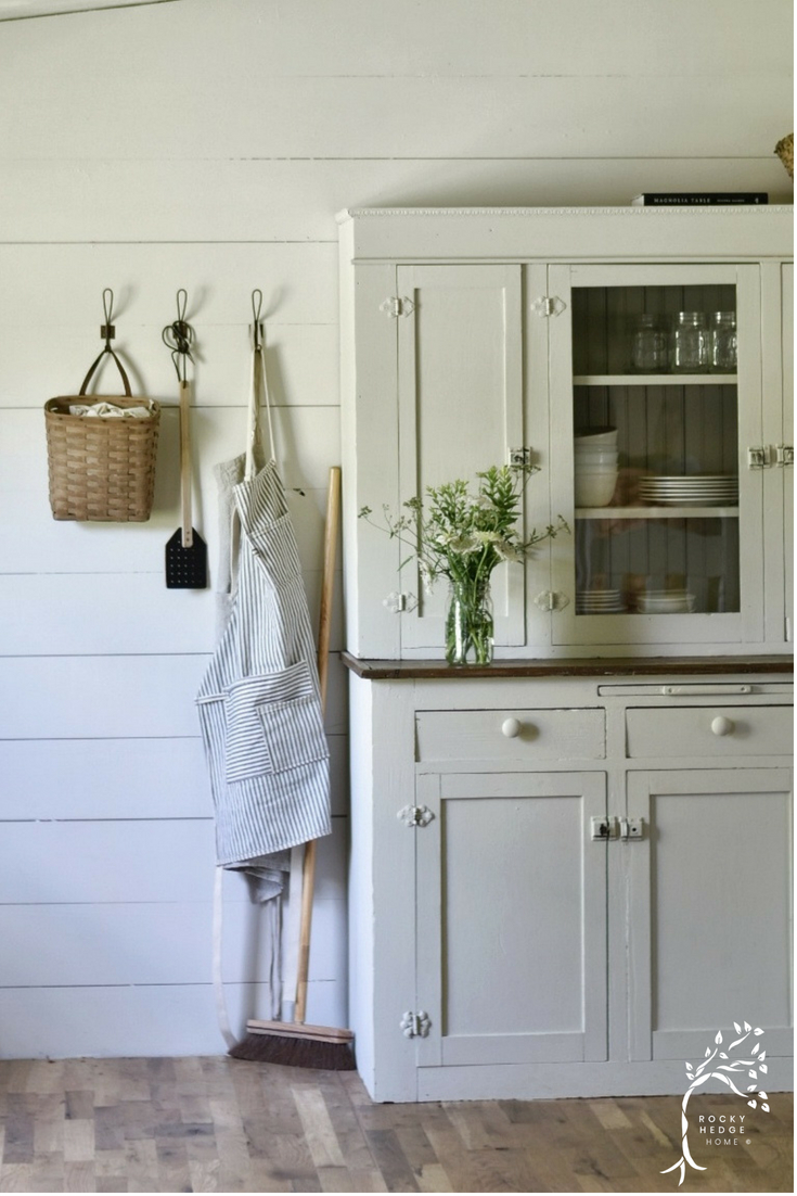 White Farmhouse Cabinet Cupboard #farmhousesimple #farmhousecabinet #farmhousediningroom #farmhousesimple