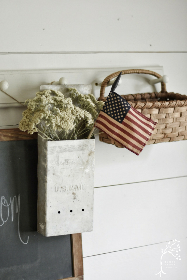 Simple Summer Farmhouse Decor for July 4th #siplefarmhouse #Farmhousedecor #patrioticfarmhouse