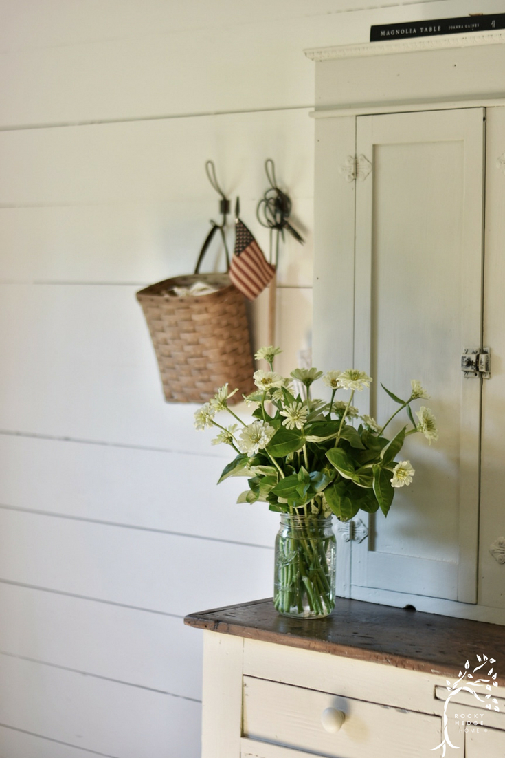 Simple Summer Farmhouse Decorating #summerfarmhouse #farmhousesimple #simplefarmhouse #patrioticdecor