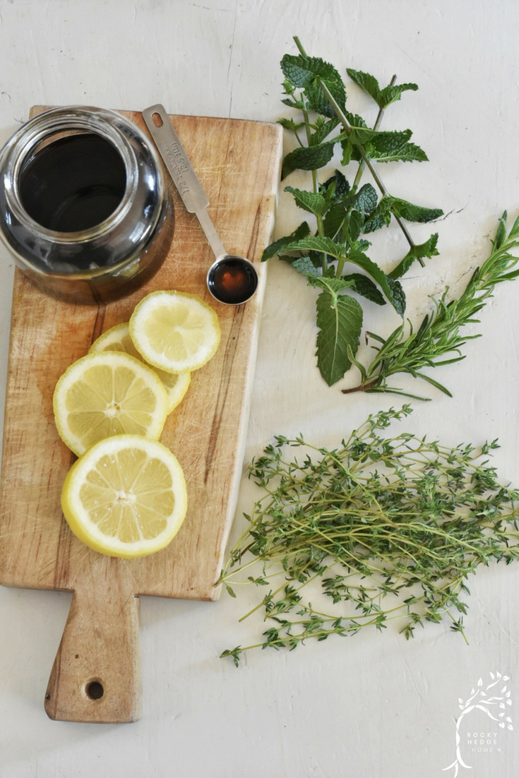 Use lemon and herbs to create a medley of fresh simmering pot recipes to naturally fragrance your home for summer. #stovetopsimmer #potpourri