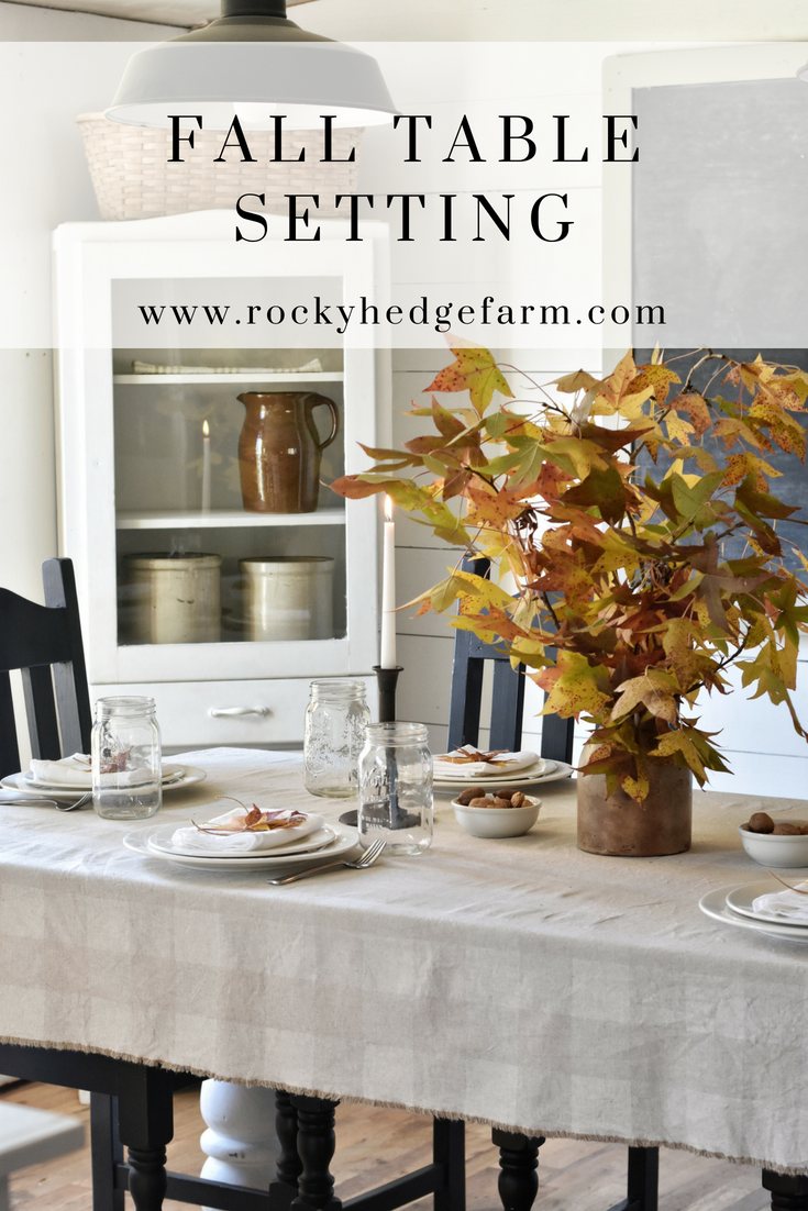 Fall Table Setting Centerpiece that is perfect for Thanskgiving Dinner