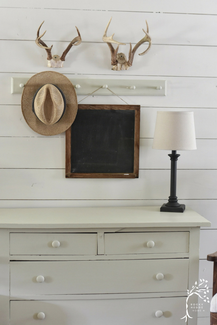 Simple Farmhouse Rustic Style Entry Way