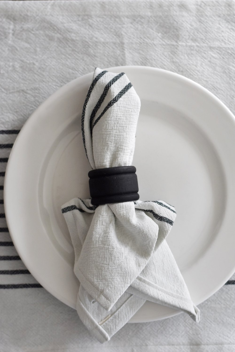 Rocky Hedge Farm - DIY Budget Friendly Cloth Napkins and Placemats