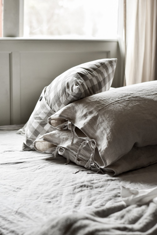 DIY linen pillow case tutorial with tie closures | Rocky Hedge Farm