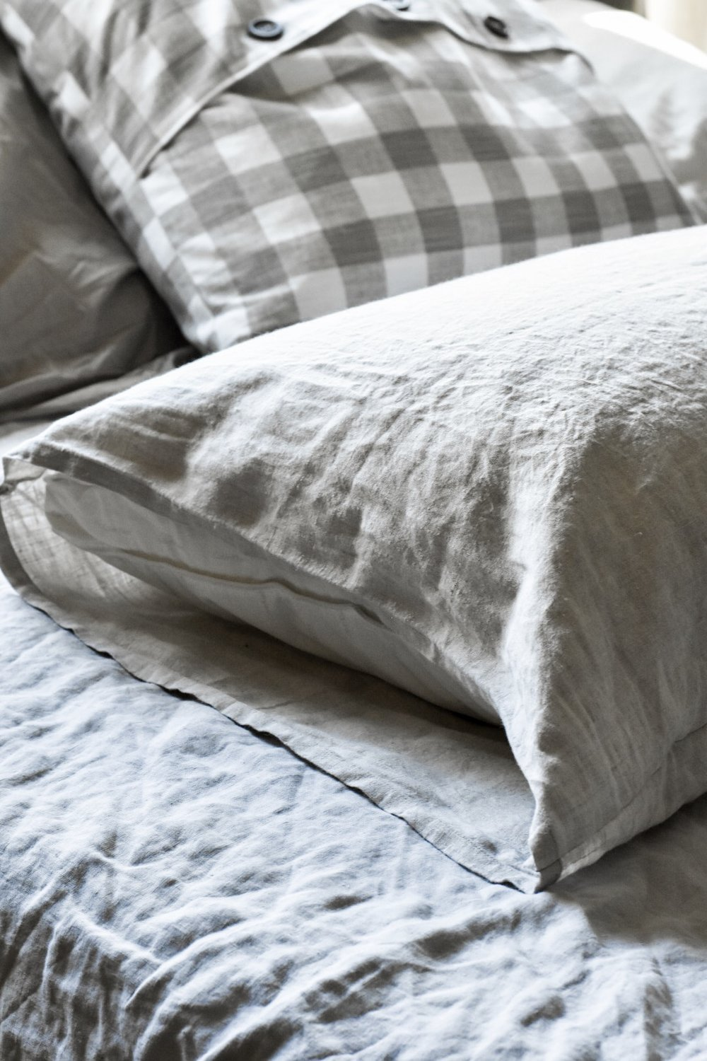DIY linen pillow cover with tie closures. Simple, easy, basic, quick tutorial with photos for a step by step process of making a pillowcase | Rocky Hedge Farm