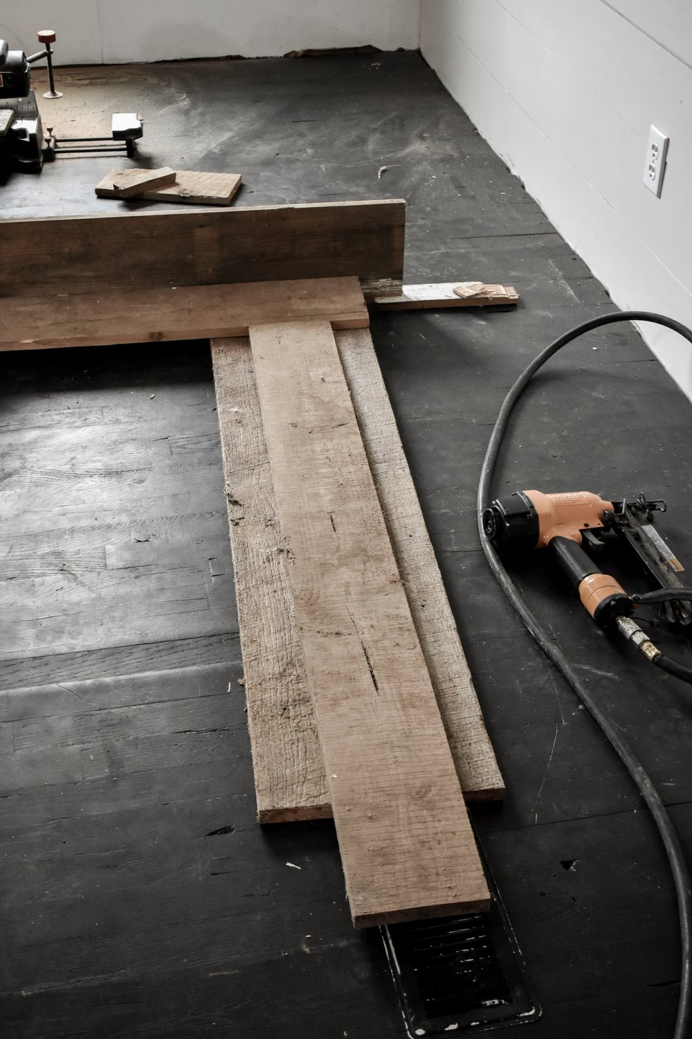 A diy rustic farmhouse faux fireplace surround and mantel | Rocky Hedge Farm