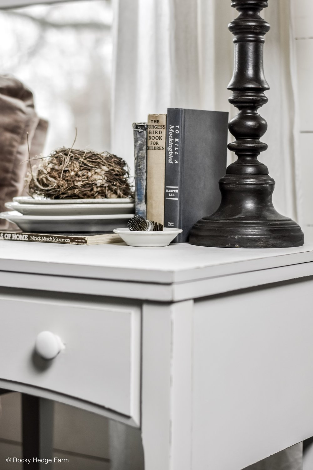 DIY Chalk Painted Farmhouse Table Makeover - Chalk Paint Recipe - Spring Farmhouse Decor   End Table   Night Stand Vignette   Rocky Hedge Farm