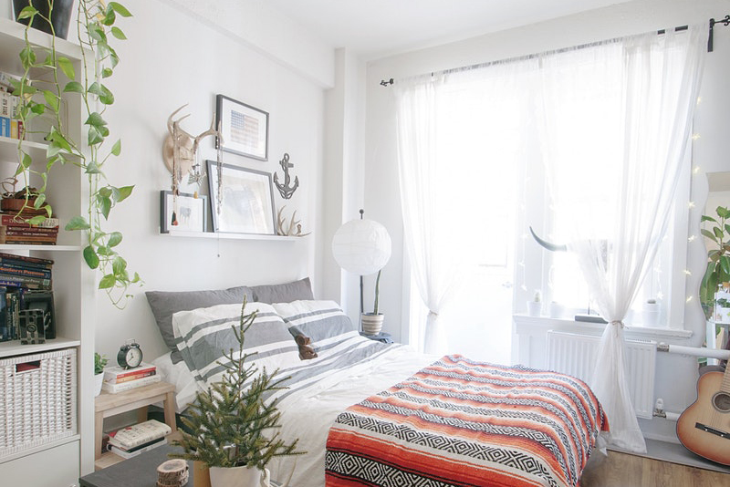 From Apartment Therapy: Sandra's Rich History Home