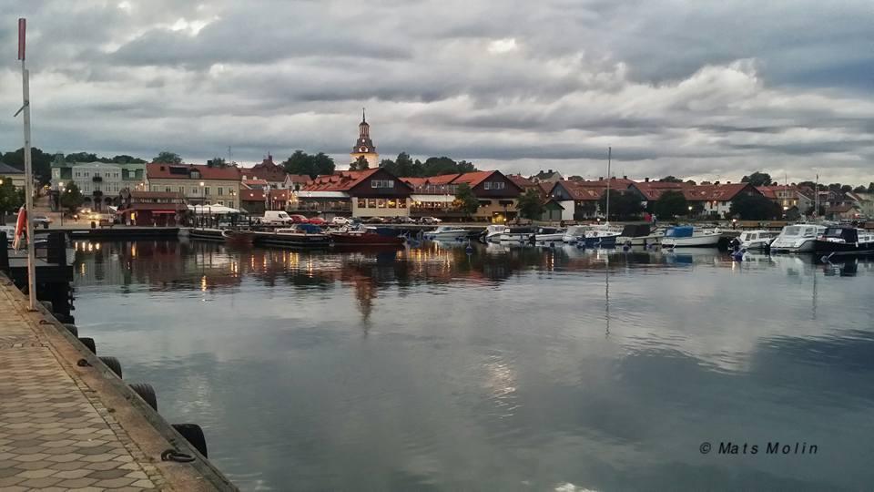 De senaste decennierna har det skett en enorm omfördelning i samhället från de många till de få...  Sverige har blivit ett skatteparadis för de rika…   För en gemensam och solidarisk välfärd!