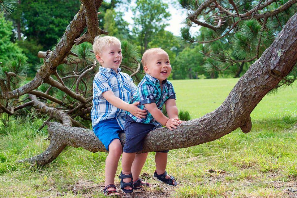 child photo shoot in Clyne Gardens, Swanse