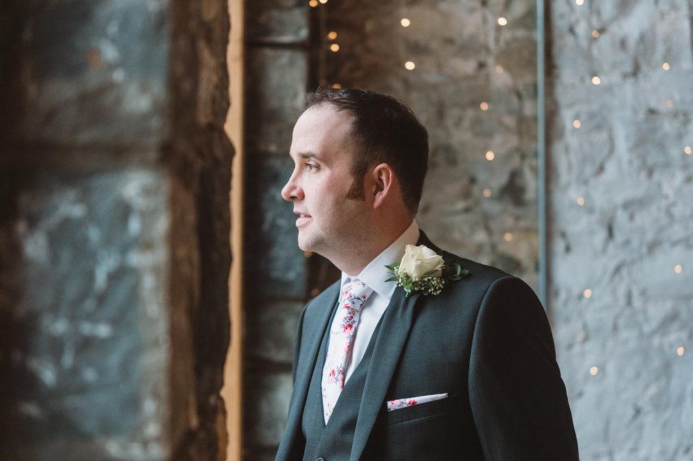 Cardiff wedding photographer rosedew farm barn wedding0010.jpg