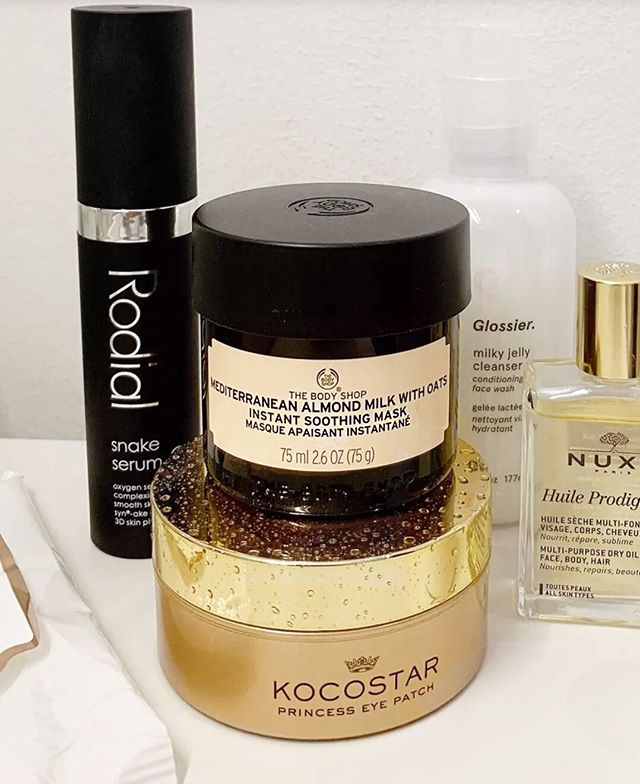 Listen up girls! Remember to take good care of your skin - it will thank you later on. @mariakragmann shares some of our favorite products from @kocostarnordic and @thebodyshop ✨