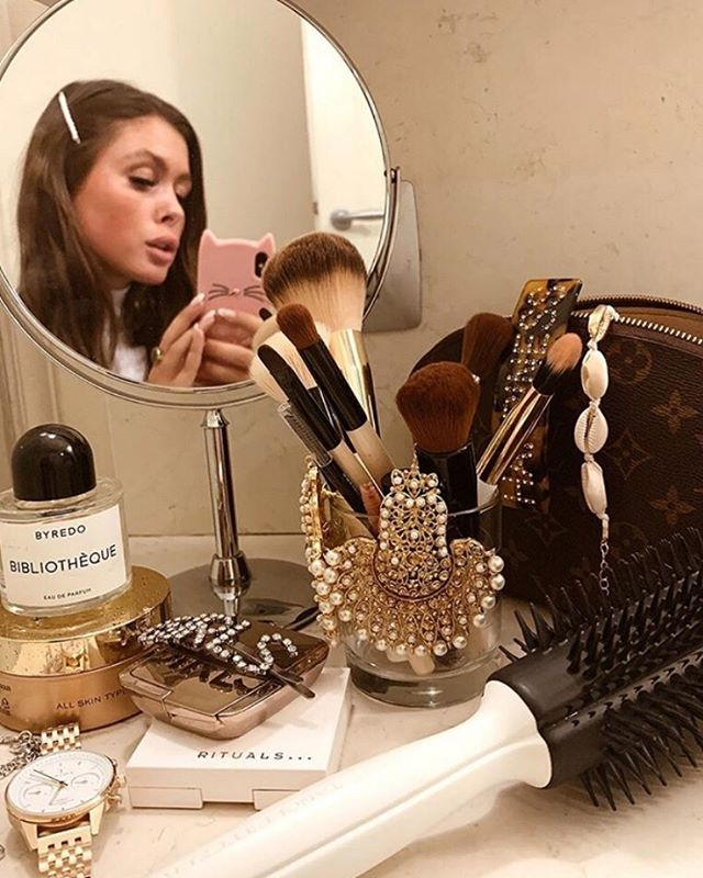 Sweetheart @malinakragmann is safely keeping her everyday goodies alongside her jewelry 💫 We spy our favorite @tangleteezernordic and @kocostarnordic  among her other goodies 💗