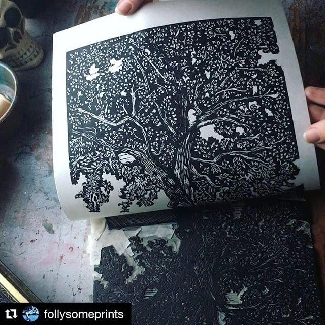 """#Repost @follysomeprints Beautiful print by this talented Artist! Check her out when you get a chance! #justprintmaking #art #artist #artistsofinstagram #print #printmaking #reveal #blockprint #carving #tree #ink #featuredartist . . . ・・・ Pulling prints and filling my drying rack🖤 """"Twisted Oaks"""" 8x10"""" original linocut 9x12"""" mulberry paper @cranfieldcolours safe wash ink \\ // \\ //"""