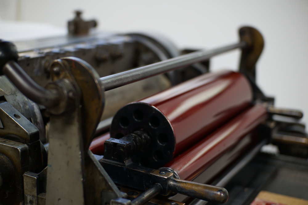 A closeup of those ink rollers on this magnificent press.