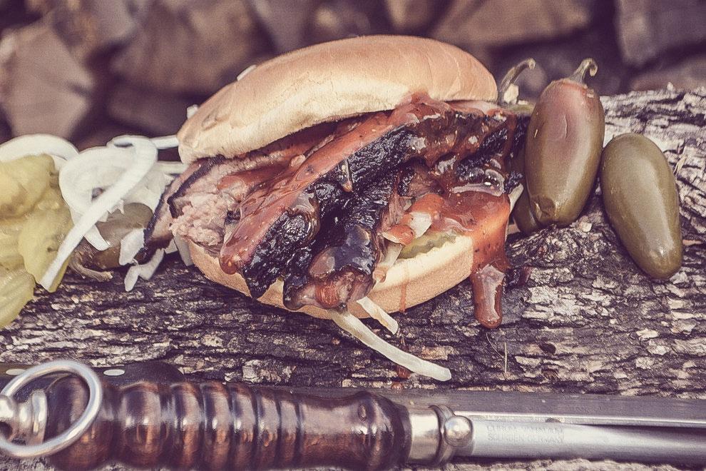 menu-brisket-sandwich2-fade.jpg