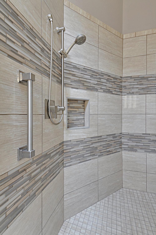 5908 glendower ln master bath 10.jpg