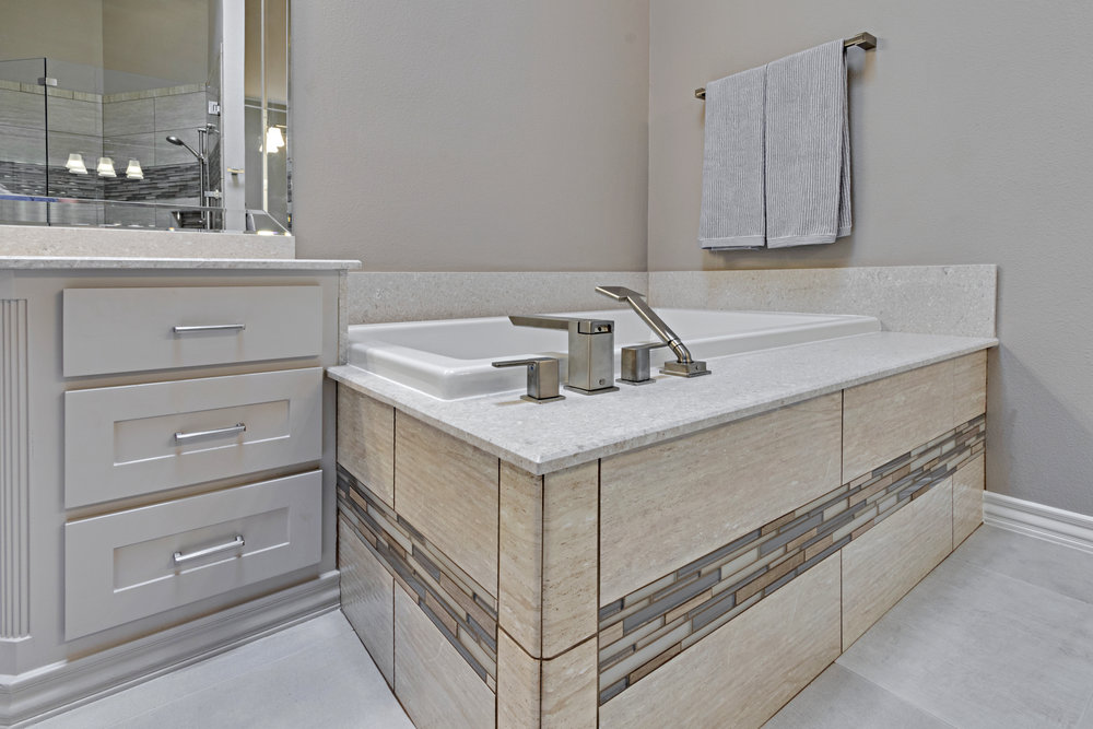 5908 glendower ln master bath 6.jpg