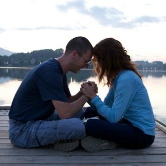 41939-couple-praying-1200.630w.tn.jpg