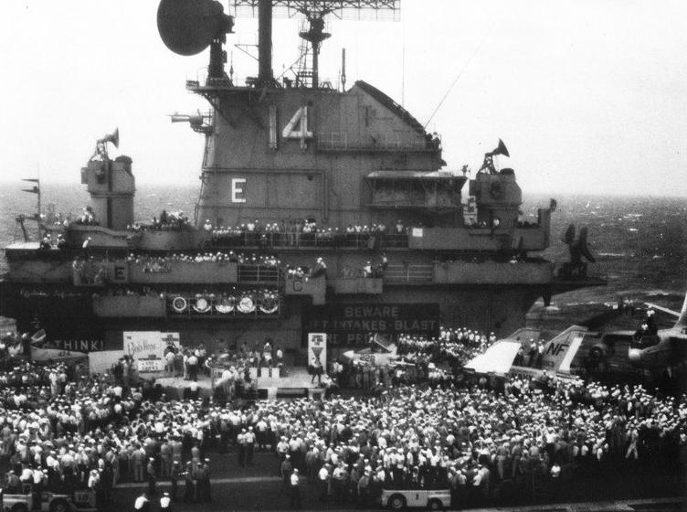 Bob_Hope_show_on_USS_Ticonderoga_(CVA-14)_off_Vietnam_in_December_1965.jpg