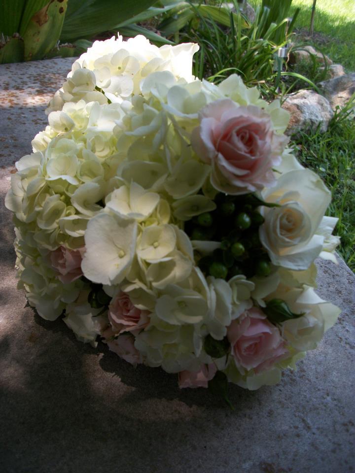 BridesBouquetPinkWhite.jpg