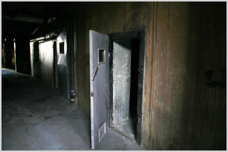 basement_jail_05.jpg